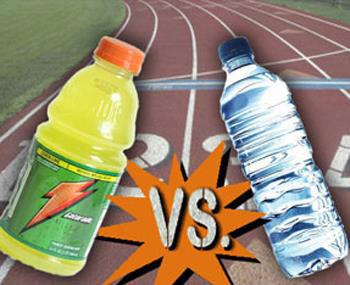 L'hydratation dans le sport : Boisson énergétiques vs. Eau